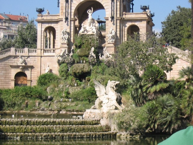 Spain: Goudis first major architectural fountain.... notice the integration with nature.,... his theme