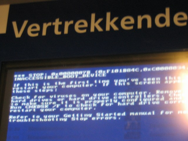 The Netherlands: The train stations crashed computer system... this is funny.... can i fix it