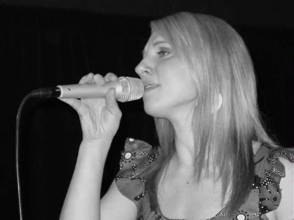 Beth sings so well in black and white