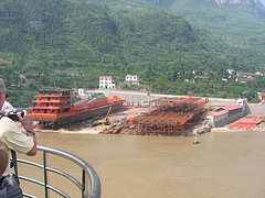 Yangtze River - Building a large boat on land